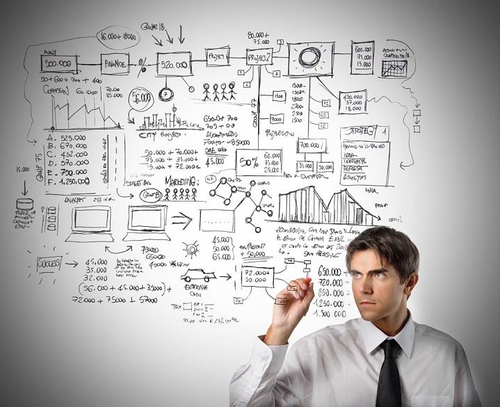 business-analyst-analysing-data