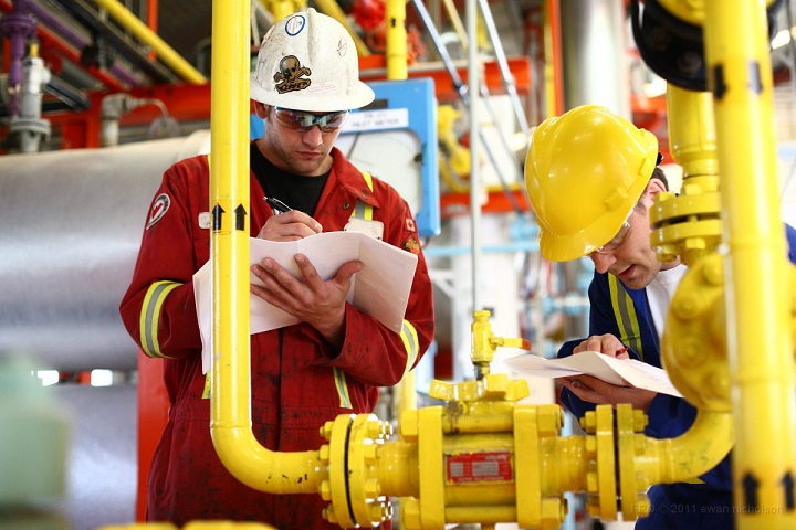 safety-check-on-an-oil-rig