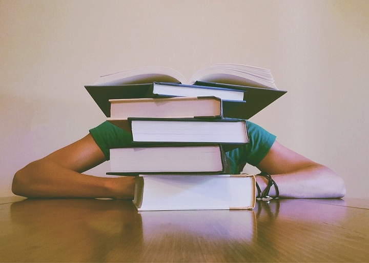 studying-towards-office-administration-jobs