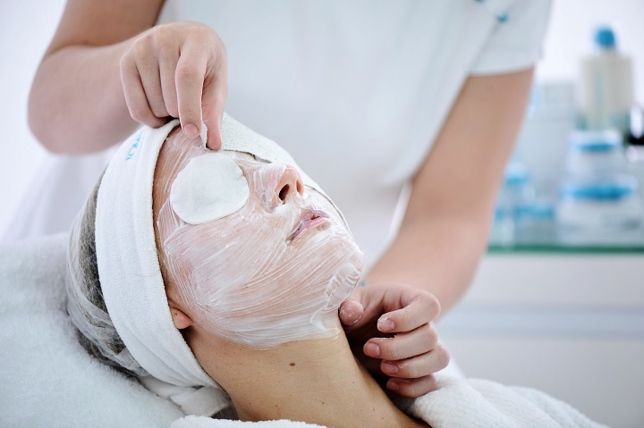 Help others look their best as a skincare therapist